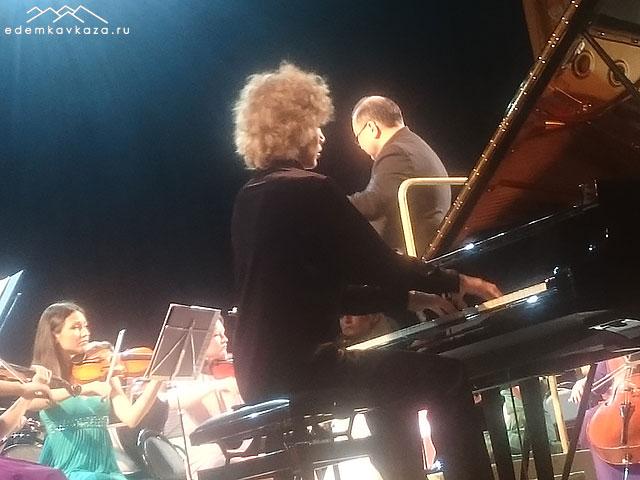 Иван Бессонов (фортепиано)