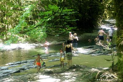 Купание в реке Восточный Дагомыс